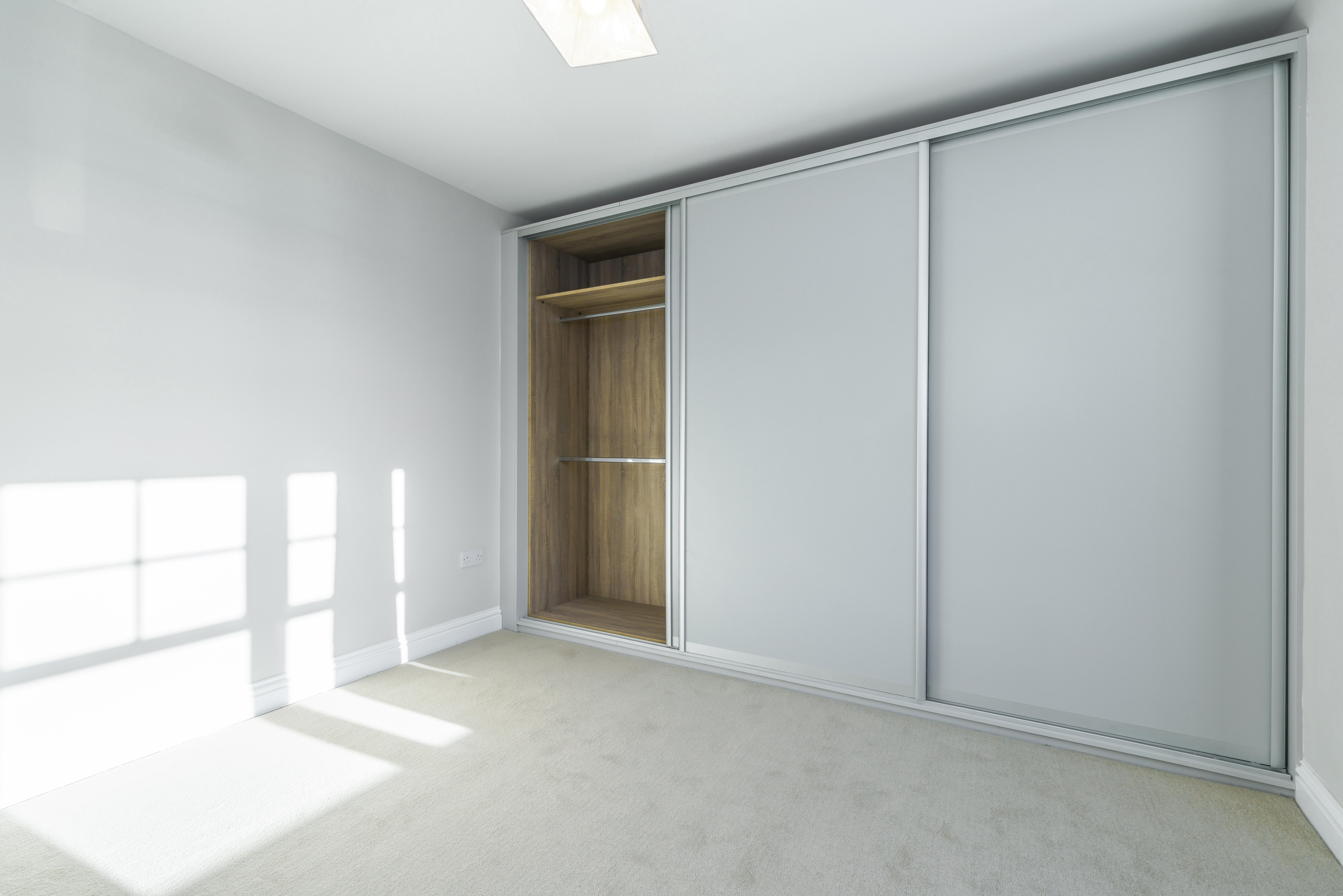 Vstavané skrine-funkčné riešenie šité na mieru - Obrzok